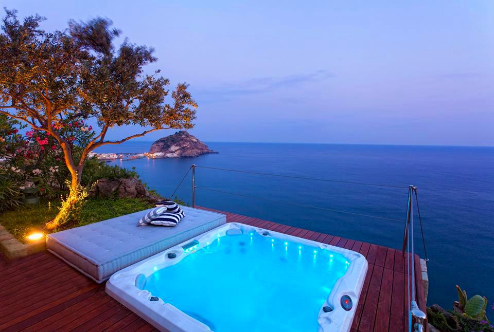Hotel sul mare Ischia, per svegliarsi e tuffarsi subito.