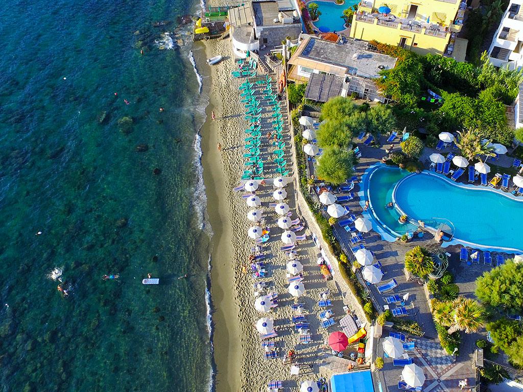 Hotel sul mare ischia isola d 39 ischia mare terme benessere for Hotel barcellona sul mare