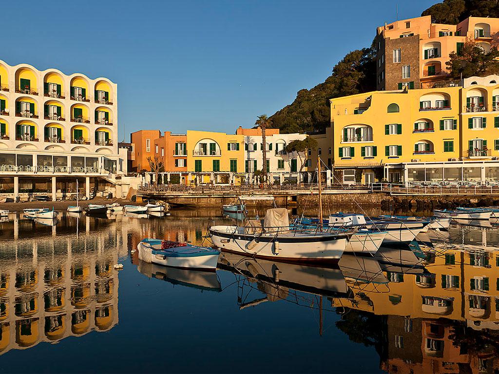 Hotel sul mare regina isabella isola d 39 ischia mare for Hotel barcellona sul mare