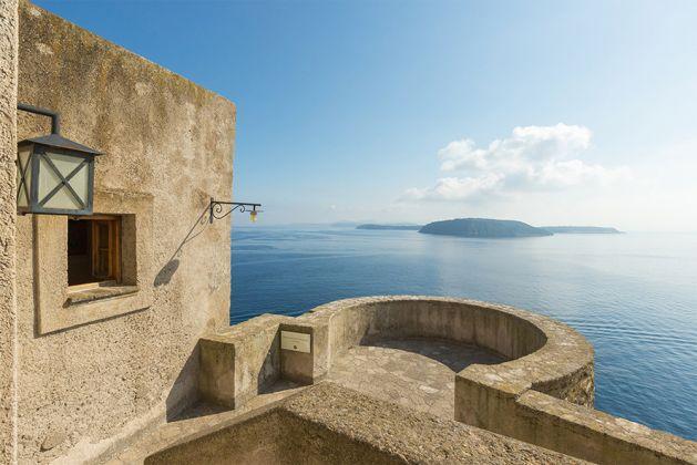 vista dal castello aragonese delle isole di procida e vivara