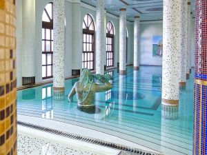 piscina coperta terme manzi