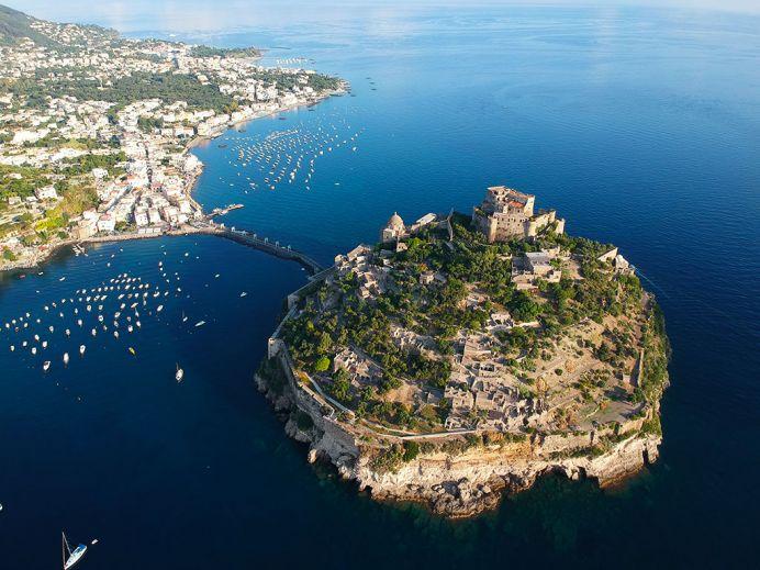 Ischia-cosa-vedere-Castello-Aragonese-692x519.jpg