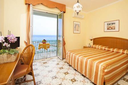 Camere Hotel Ambasciatori Ischia - Hotel 4 Stelle Ischia - Info Ischia