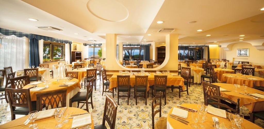 Ristorante Hotel Ambasciatori Ischia - Hotel 4 Stelle Ischia - Info Ischia