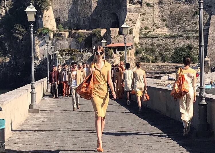 Ischia Fashion Week sfilata sul ponte del castello