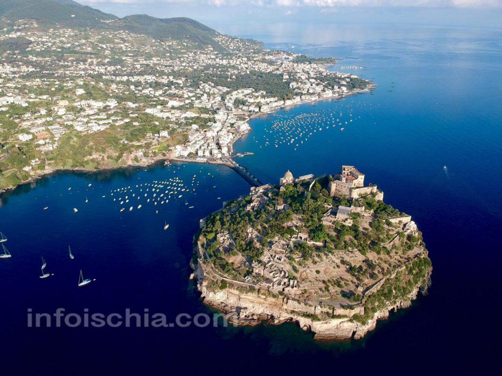 Il castello Aragonese con il Borgo di Ischia Ponte