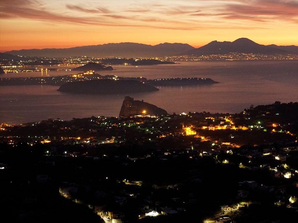 Golfo di Napoli poco prima dell'alba