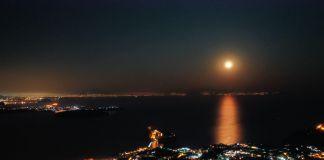La super luna illumina il comune di Ischia Porto