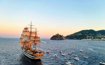 L'Amerigo Vespucci a Ischia