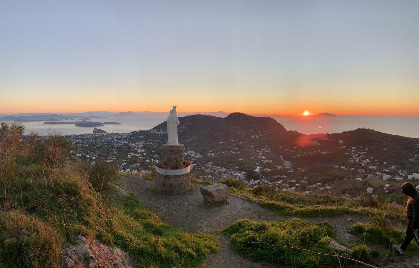 Ischia, l'alba del 14 dicembre 2020